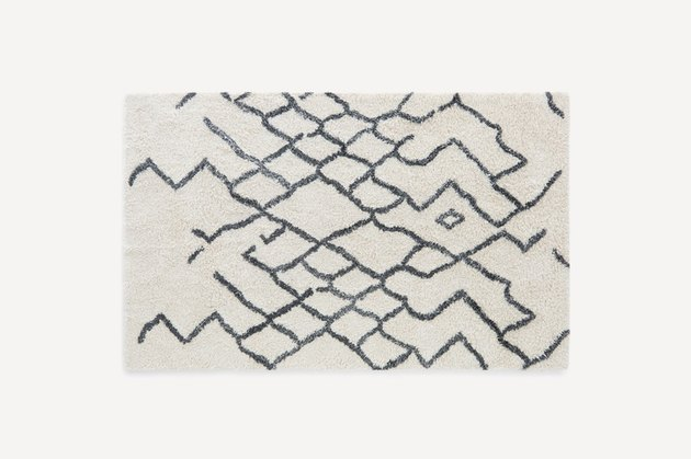 off-white wool rug with grey zig zag pattern