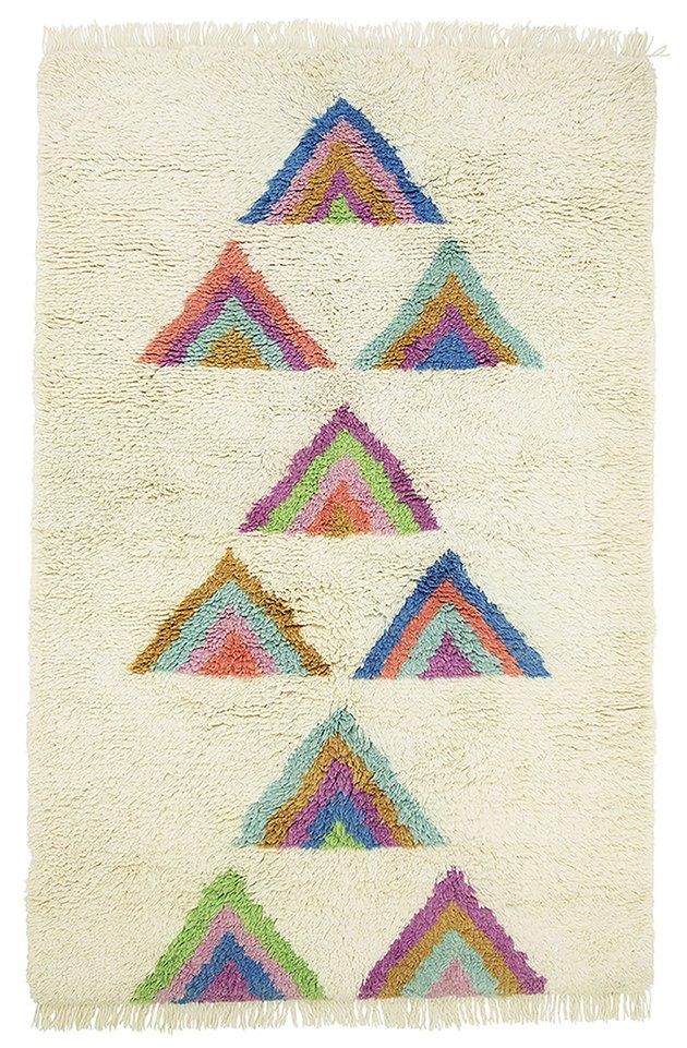 Cream shag area rug with triangular rainbow accents
