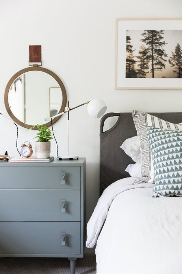teen bedroom idea with neutral color palette and bluish gray nightstand