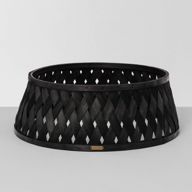 black woven tree collar