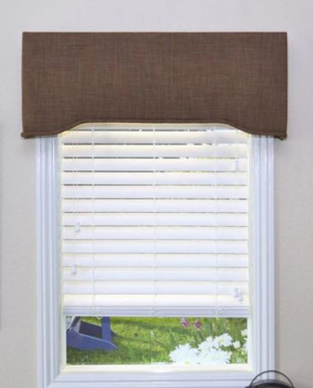 Cornice and window blinds