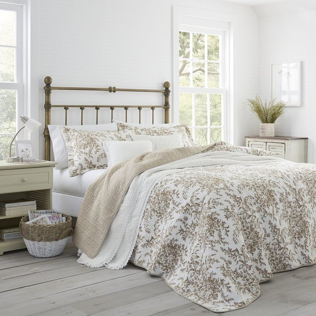 white and tan bed set