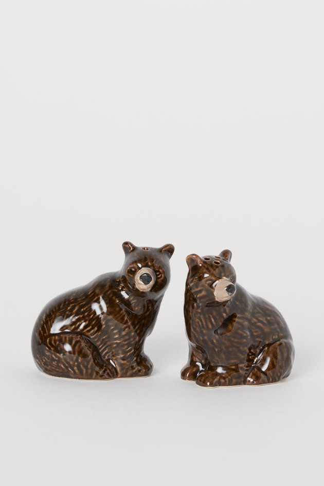 salt and pepper shakers in the shapes of bears