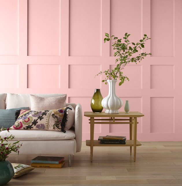 living room space with peach pink wall