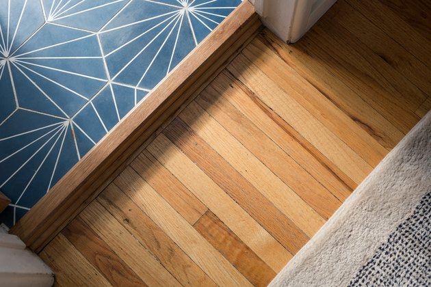 hardwood flooring detail with area rug and flooring transition