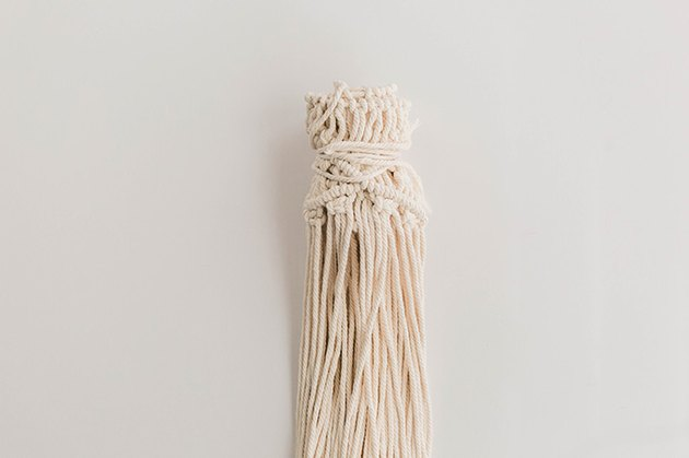 Roll the macrame up.