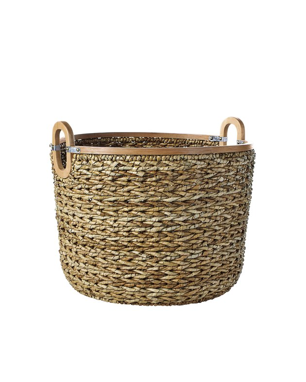 Circular seagrass basket with two handles