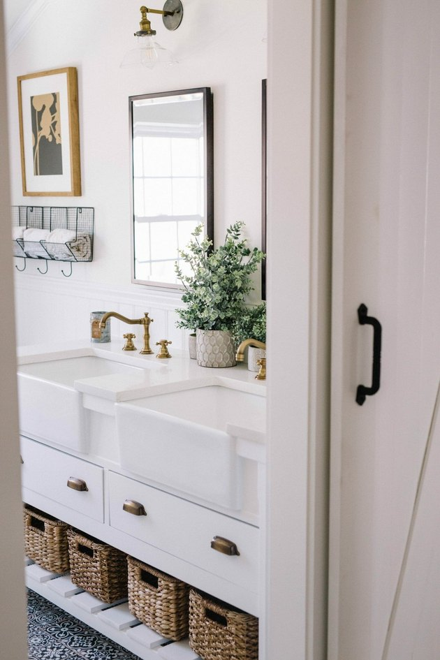 simple minimalist farmhouse bathroom