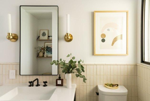 White bathroom Backsplash