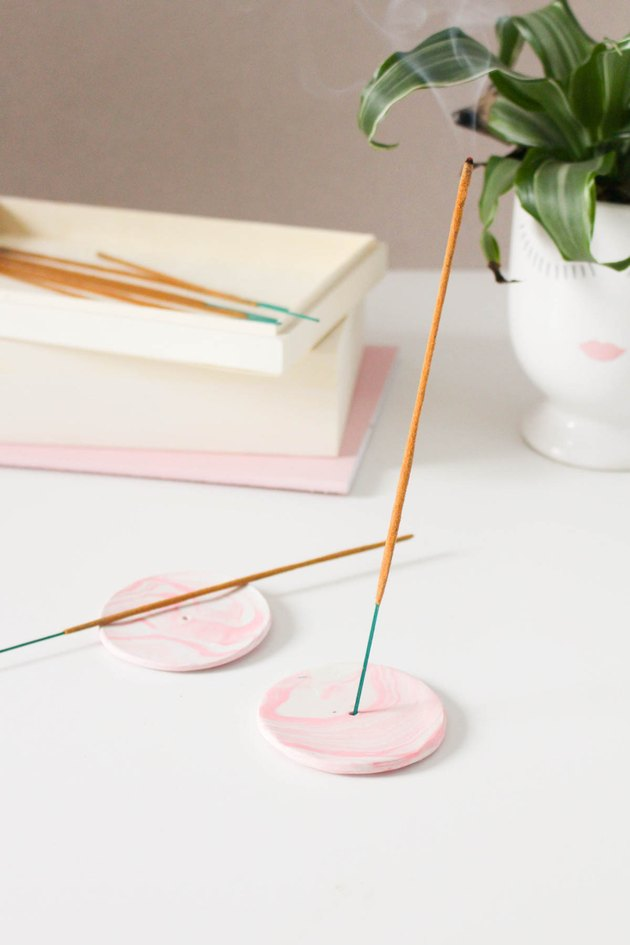 DIY rose marbled incense holder
