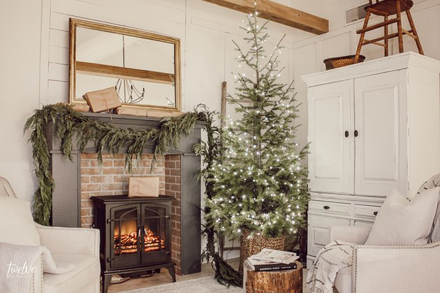 simple Scandinavian farmhouse mantel decorating idea for the holidays