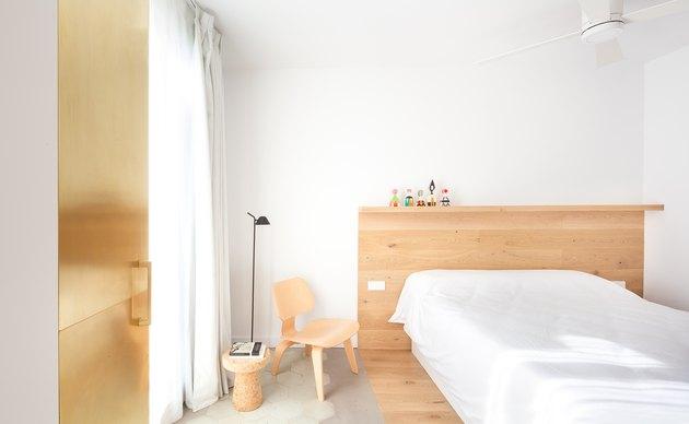 minimalist white bedroom