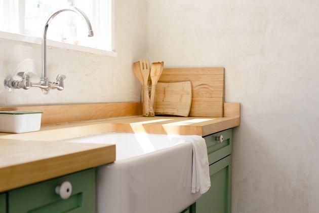 single bowl undermount farmhouse sink in kitchen