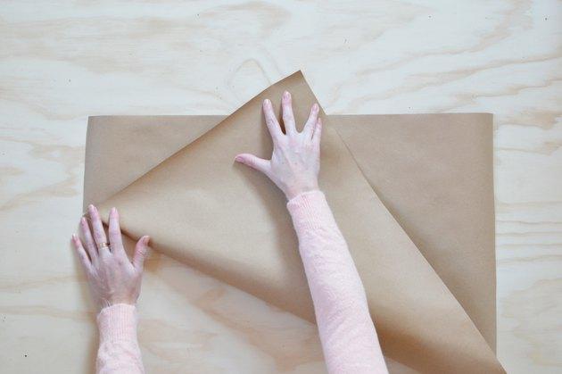 Como fazer um embrulho de buquê usando papel kraft e papel seda