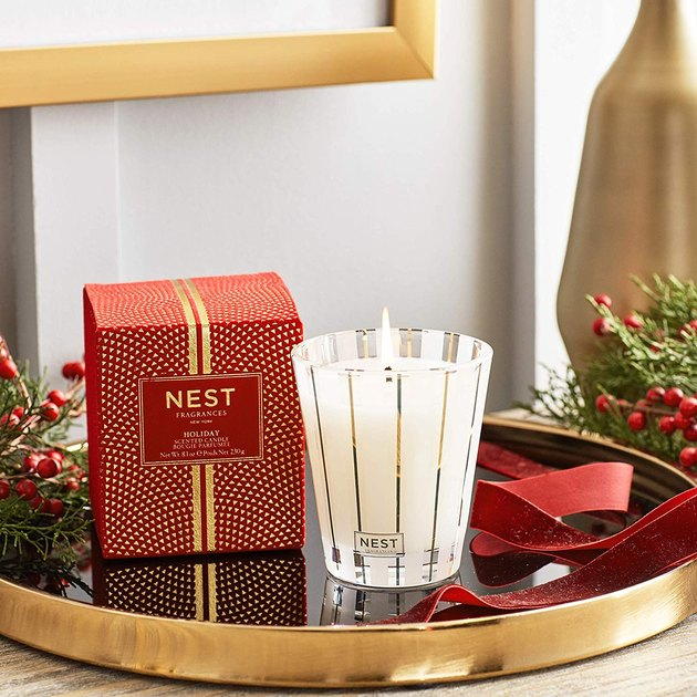 Nest holiday candle on tray