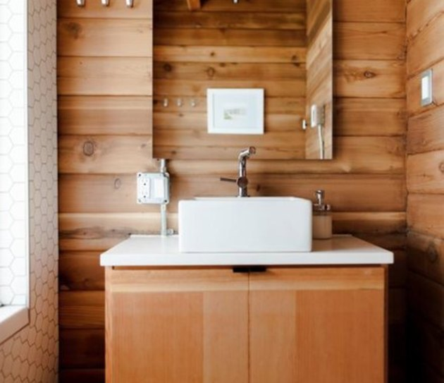 This wood bathroom is giving us cabin fever, in a good way.