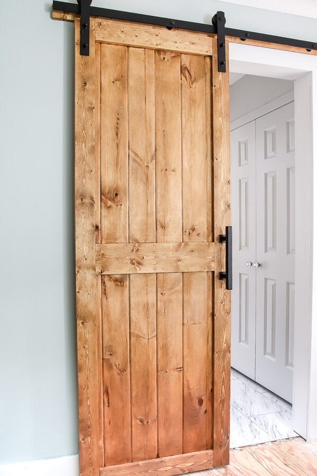 farmhouse DIY idea for wood barn door