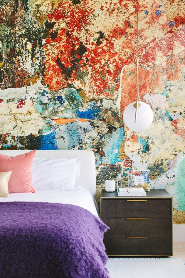 Wallpaper print from Astek Inc. feels almost geological in this Manhattan Beach home.