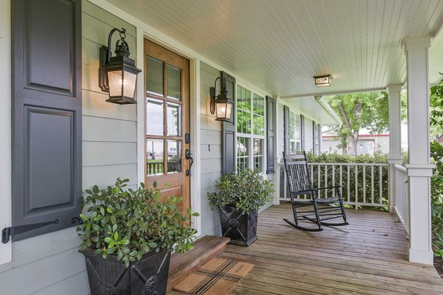 farmhouse porch idea with contrasting gray siding with black accents