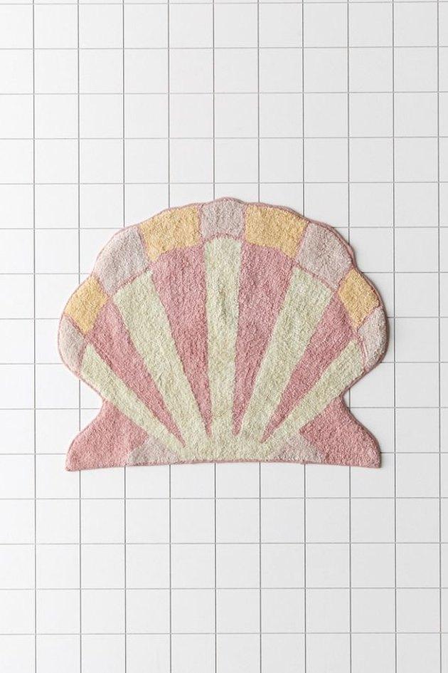 shell-shaped bath mat