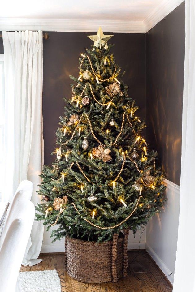 farmhouse christmas tree idea in woven basket treeskirt and candlelit lights