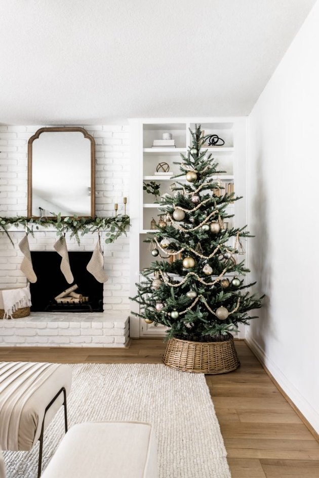 minimal farmhouse Christmas tree idea with neutral color palette