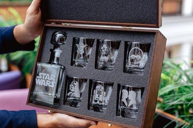 luxurious gift whiskey set