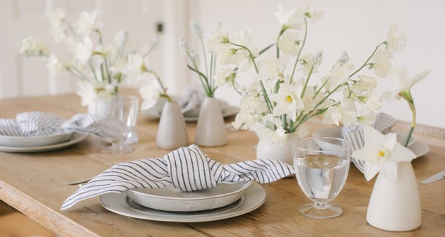 farmhouse table centerpiece idea with bud vases and fresh flowers