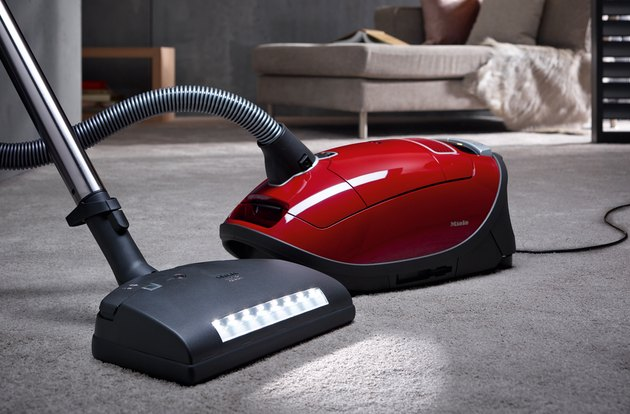 vacuum cleaner with attachment accessory