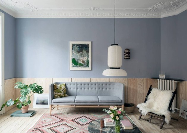 Scandinavian colors with gray walls and colorful kilim rug