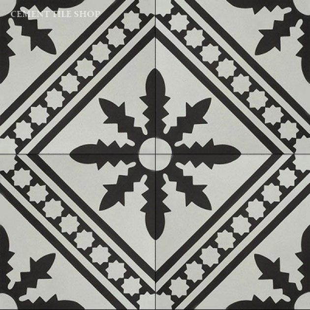 Black-and-white organic tile