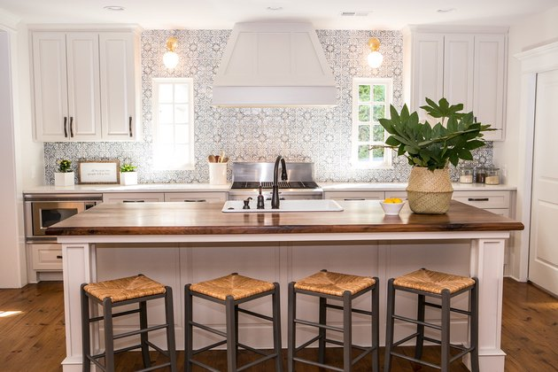 transitional kitchen ideas with patterned backsplash