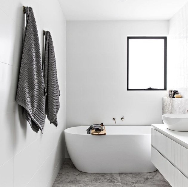 Minimalist bathrooms with standing tub and floating white vanity