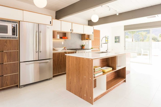 Palm Springs midcentury kitchen with white kitchen floor tiles