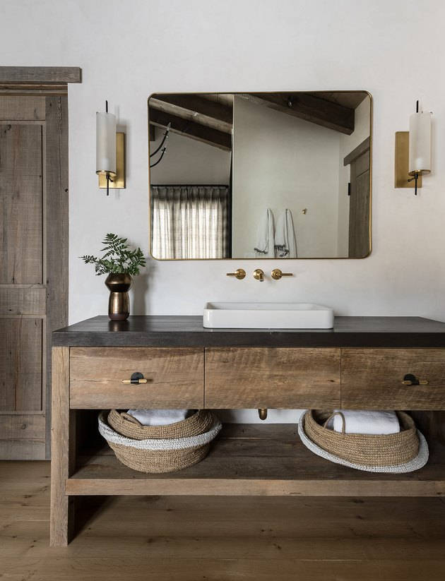 rustic bathroom lighting idea with wall sconces on either side of mirror