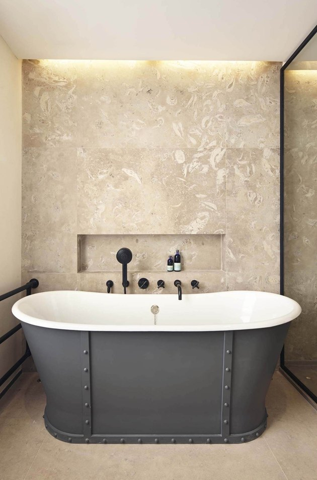 Pierre Fossile stone tile bathroom with industrial freestanding bath