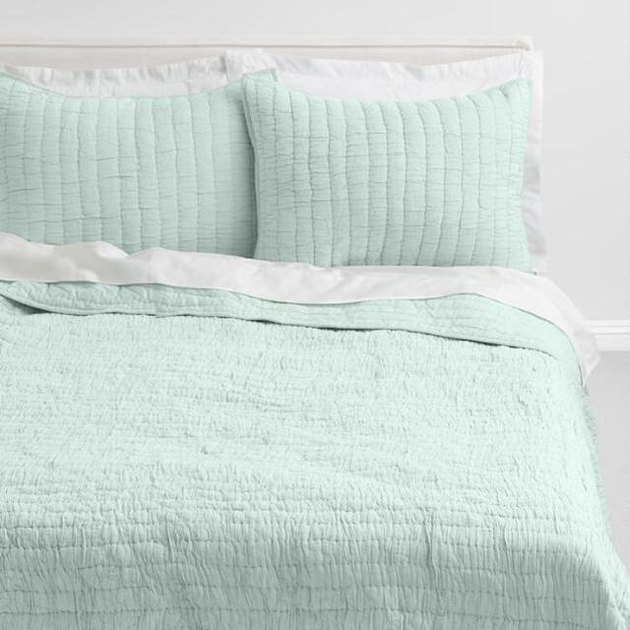 mint ruched bed quilt