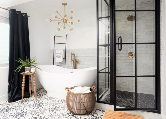 bathroom chandelier lighting idea with sputnik-style fixture hanging above tub