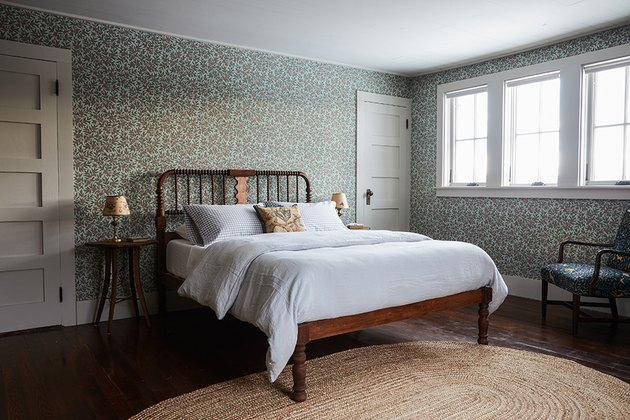 Wallpaper bedroom with simple furnishings