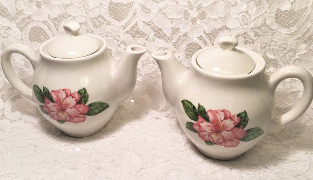 Dorothy Draper Greenbrier teapot