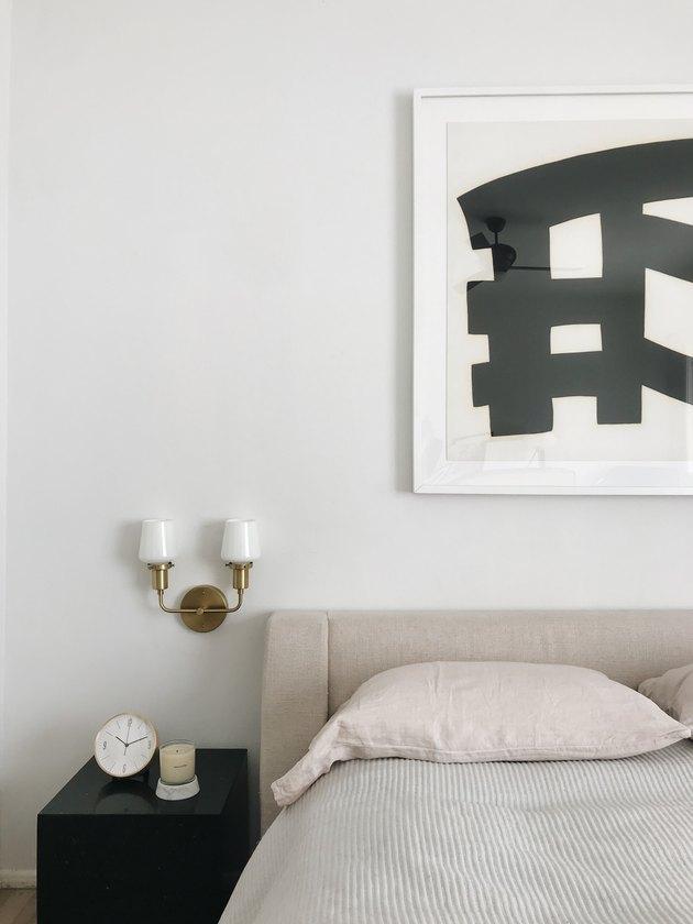 minimalist bedroom idea with cozy linens and vintage lighting