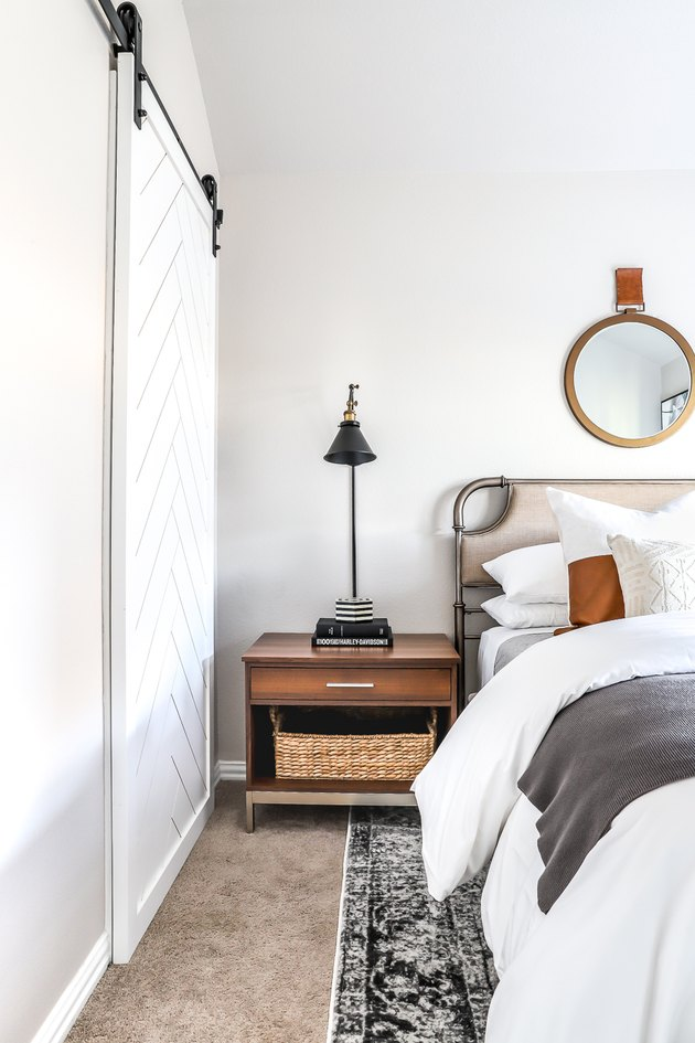 guest bedroom decorating idea with white barn door