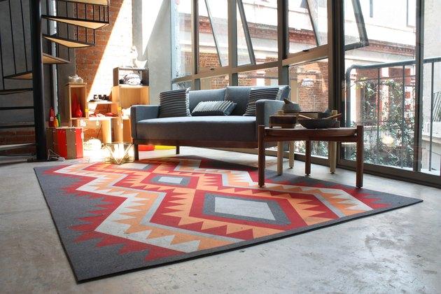 Galería Mexicana de Diseño interior, with Ganado-print rug