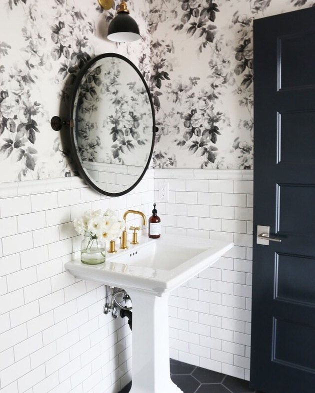 Black and white bathroom wallpaper idea
