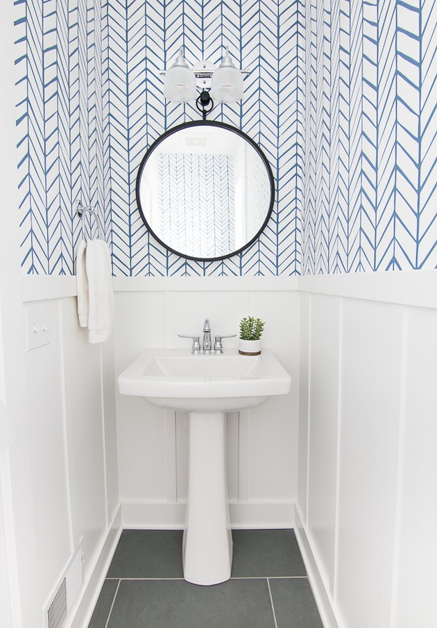 Blue and white bathroom wallpaper idea