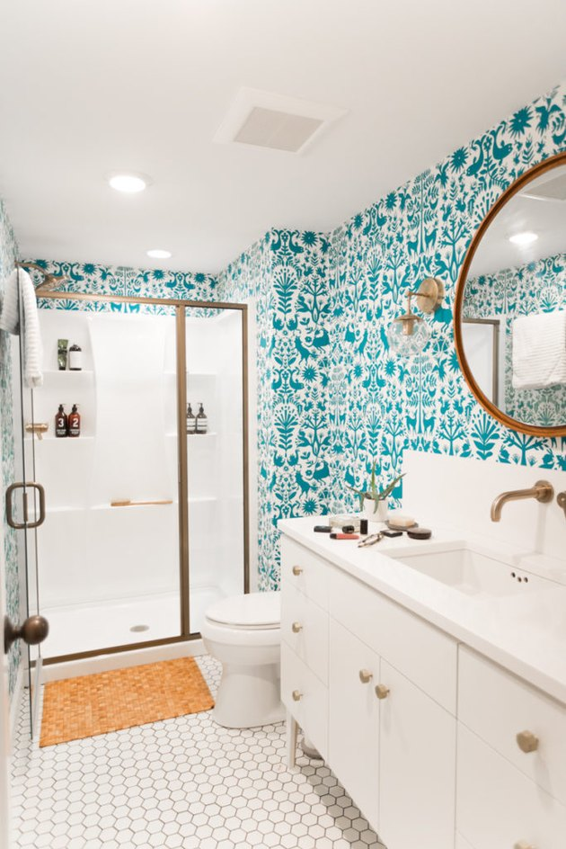 bathroom wallpaper idea with turquoise wallpaper