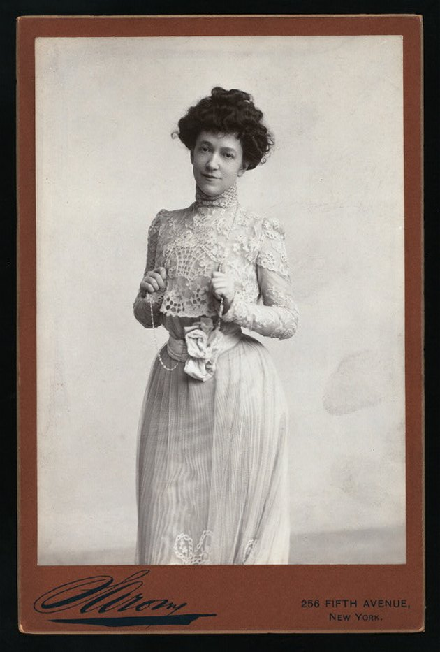 black and white photograph of interior designer Elsie de Wolfe