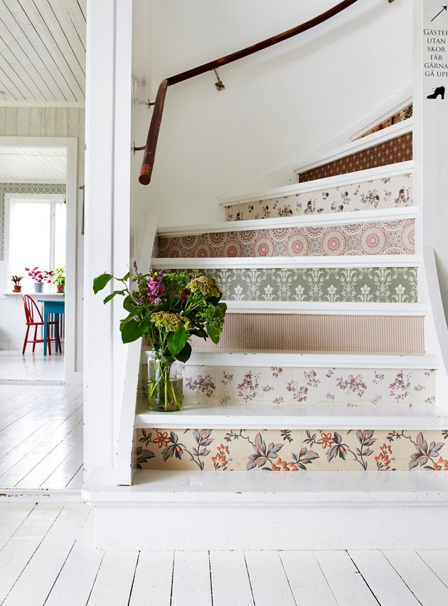 vintage floral stairs wallpaper on risers of curved staircase