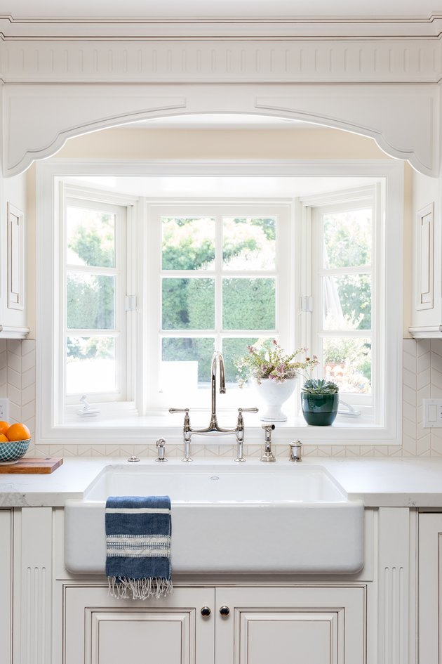 kitchen cabinet color idea with white cabinets and farmhouse sink