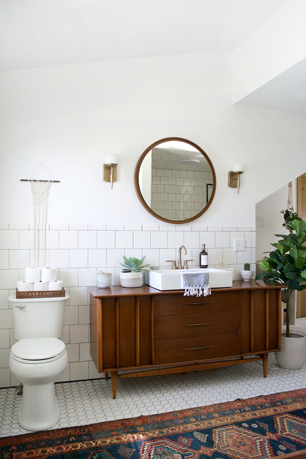 midcentury apartment bathroom idea with vintage vanity